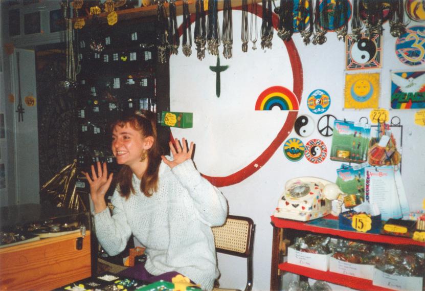 1990_Hands up