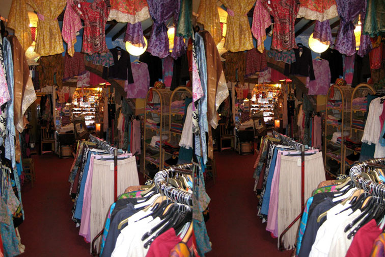 2008_Apr 27_Clothes room 3D 3